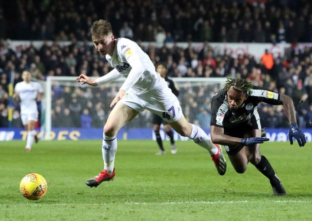Leeds United's Jack Clarke and Reading's Leandro Bacuna battle for the ball.