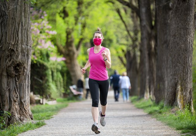 Do you wear a face mask when out jogging? (Photo: Shutterstock)