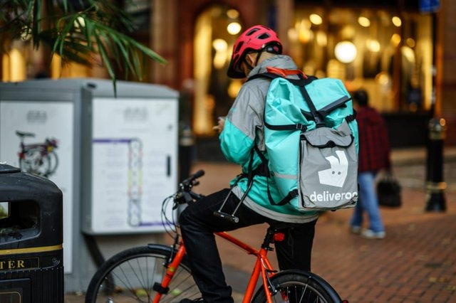 Deliveroo pledges to pay riders and drivers between £200 and £10,000 each extra to say 'thank you' (Photo: Shutterstock)