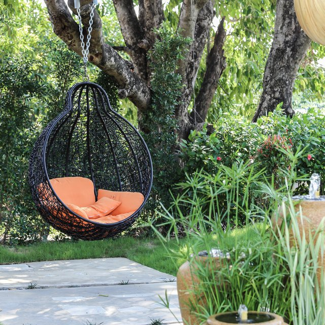 Garden swing seats and outdoor porch swing to enjoy your backyard