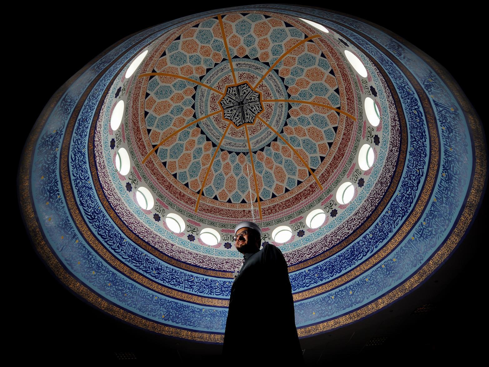 'Extremists brainwash just like paedophiles do' warns Leeds Imam