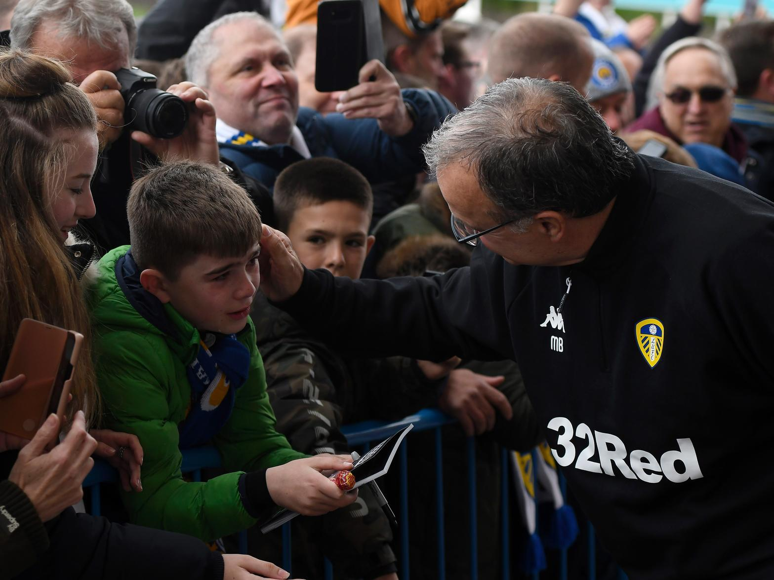 Marcelo Bielsa uses Championship Manager of the Month nomination to highlight the contribution of others