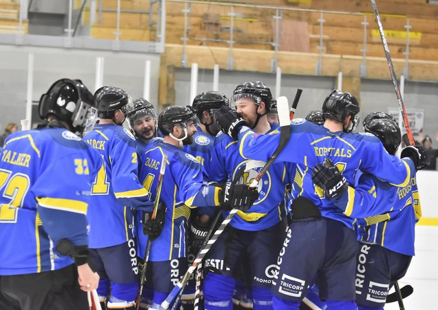 Leeds Chiefs' players celebrate after beating Telford tigers at home on Saturday night. Picture courtesy of Steve Brodie.
