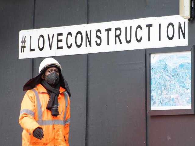 """A construction worker wearing a protective face mask at a building site in central London, as Prime Minister Boris Johnson said people who cannot work from home should be """"actively encouraged"""" to return to their jobs. Photo: PA"""