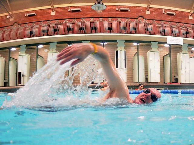 Leeds West MP Rachael Reeves wants clarity on when Bramley Baths can reopen.