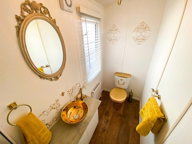 """The """"golden throne"""" bathrooms in the The Royal Caravan in Cayton Bay, Scarborough. Copyright: Parkdean resorts"""