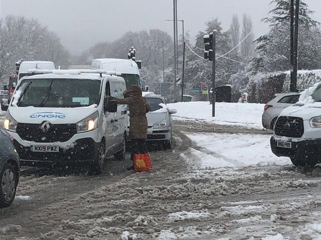 The woman was offering soup to stranded drivers (photo @Dwarfland25).