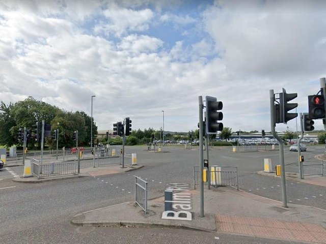 Police close Hunslet roads due to incident as 'long delays expected'