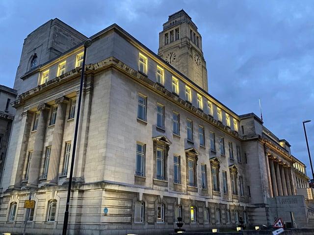 Leeds Town Hall lit up for Endometriosis Awareness Month (photo: @RobWilsonLtd / Twitter).