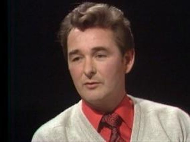 First transmitted in 1974, Sir David Frost talks to former footballer turned manager Brian Clough.