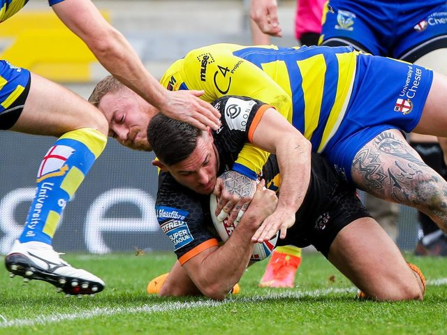 Niall Evalds scofres a try on his debut for Castleford. Picture by SWpix.com