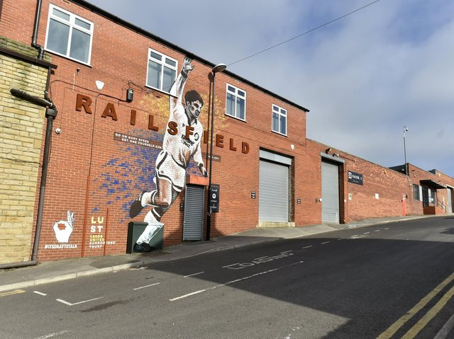 The latest Leeds United mural dedicated to Gary Speed was unveiled officially on Sunday.