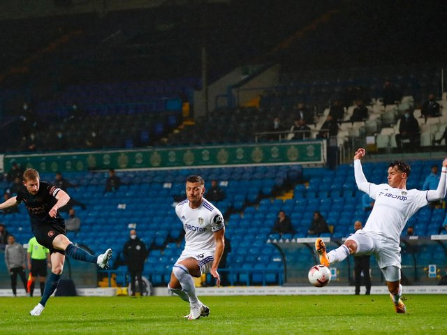 NO HYPERBOLE: About Manchester City's Kevin De Bruyne, left, pictured as Leeds United duo Liam Cooper, centre, and Robin Koch, right, look to block his shot at Elland Road. Photo by JASON CAIRNDUFF/POOL/AFP via Getty Images.