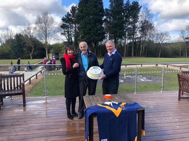 Rhinos chief executive Gary Hetherington presents a cake to 90th biorthday boy Lewis Jones and his daughter Karen James. The trio are pictured with a replica of Leeds' 1957 Wembley jersey. Picture by Leeds Rhinos.