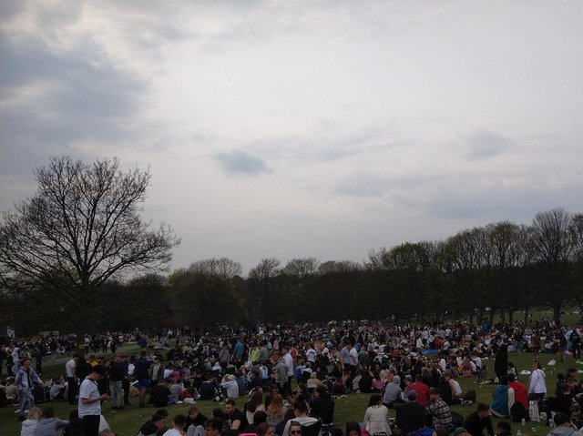 Crowds gathering on Woodhouse Moor as Leeds is hit with a spell of warm weather