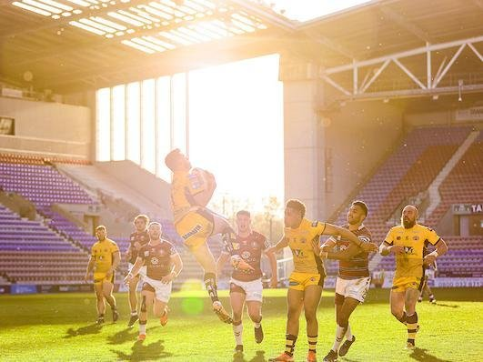 Tigers full-back Niall Evalds takes a high kick during Thursday's game. Picture by Alex Whitehead/SWpix.com.