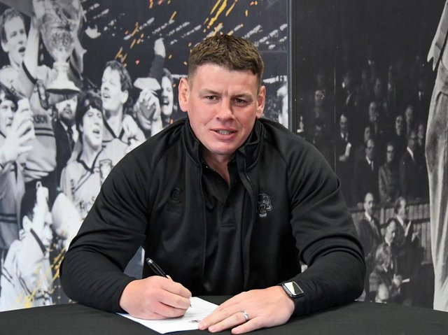 Lee Radford signs on at Castleford. Picture by Melanie Allatt Photography/Castleford Tigers.