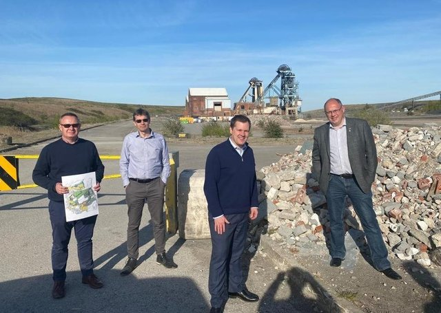 Alistair McLoughlin of Waystone and David Anderson of Hargreaves Land with Robert Jenrick MP and James Hart, Conservative Mayoral candidate, visiting the Unity site near Doncaster.
