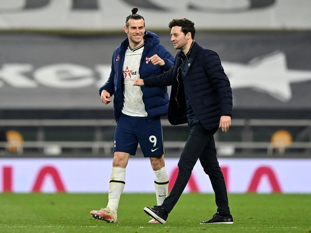 WINNING TEAM: Tottenham's interim head coach Ryan Mason, right, with hat-trick hero Gareth Bale after Sunday night's 4-0 victory at home to Sheffield United. Photo by JUSTIN SETTERFIELD/POOL/AFP via Getty Images.