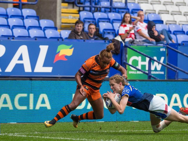 Caitlin Beevers scores for Rhinos in the 2019 Challenge Cup final against Castelford Tigers. Picture by Isabel Pearce/SWpix.com.