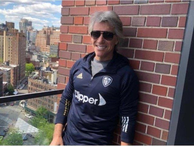 Jon Bon Jovi in his Leeds United gear. (cccc @andrearadri)
