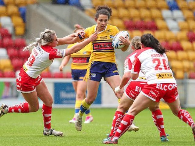 Tara Moxon in possession for Rhinos during their semi-final loss to St Helens. Picture by Alex Whitehead/SWpix.com.