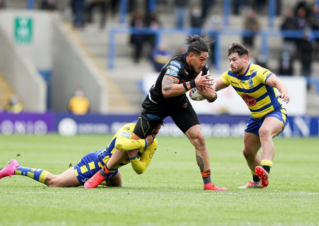 TOUGH DAY: Castleford Tigers' Jesse Sene-Lefao is tackled by Warrington Wolves' Gareth Widdop and Joe Philbin. Picture by Paul Currie/SWpix.com.