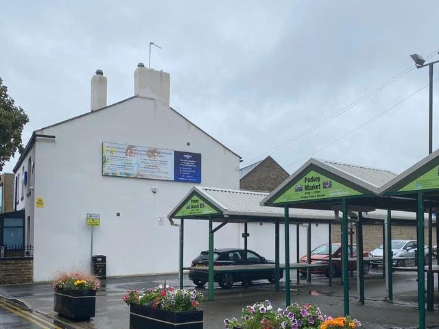 Farsley artist Nicholas Dixon is set to create the artwork on the gable of 9 Waver Green. cc LUFC Trust