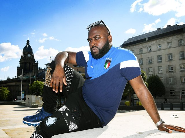 Il rapper di Leeds Blackson, 34 anni, passa dall'italiano all'inglese nel suo ultimo album Outsider.