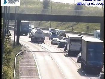 Severe delays on M62 in West Yorkshire as brakes lock on fuel tanker cc Highways England
