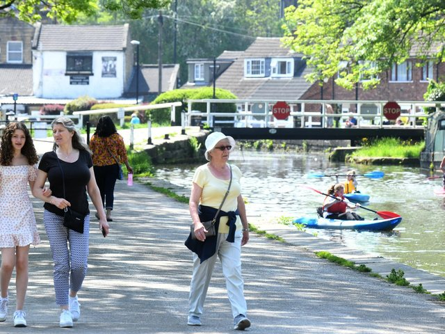 Some of the best pictures from the Leeds and Liverpool canal on sunny Tuesday morning in Leeds