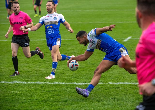 Kruise Leeming, scoring his second try, was outstanding against Castleford, says Leeds Rhinos captain Luke Gale. Picture: Bruce Rollinson/JPIMedia.