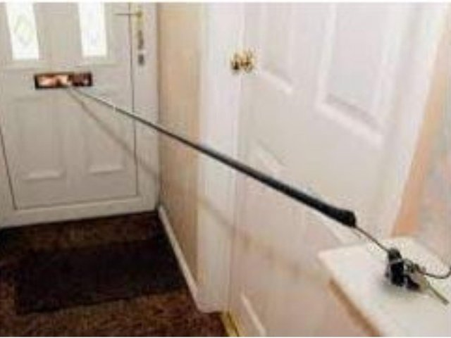 Police issue urgent warning to West Yorkshire residents as thieves use hooks to steal car keys