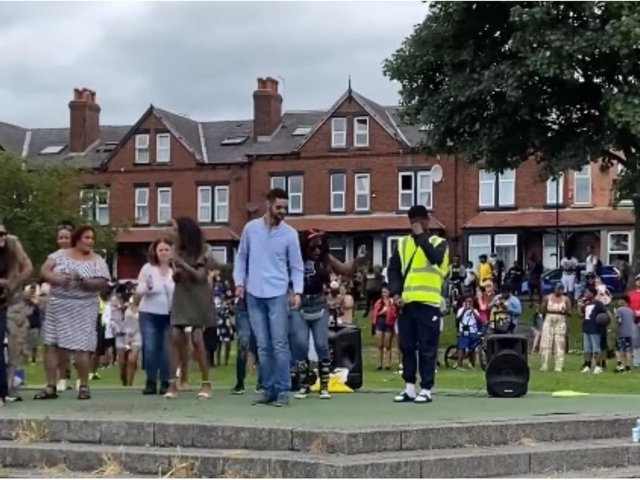 Hundreds of people paid an emotional 'ice lolly salute' tribute to a popular Leeds ice cream man following the news of his death last week. cc Angie Talbot