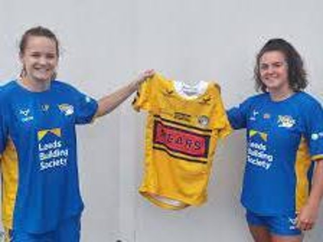 Eloise Hayward, right, with Rhinos coach Lois Forsell. Picture c/o Leeds Rhinos.