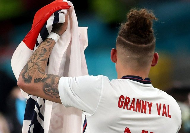 England's Kalvin Phillips pays tribute to his 'Granny Val' at Wembley. (Photo by Carl Recine - Pool/Getty Images)