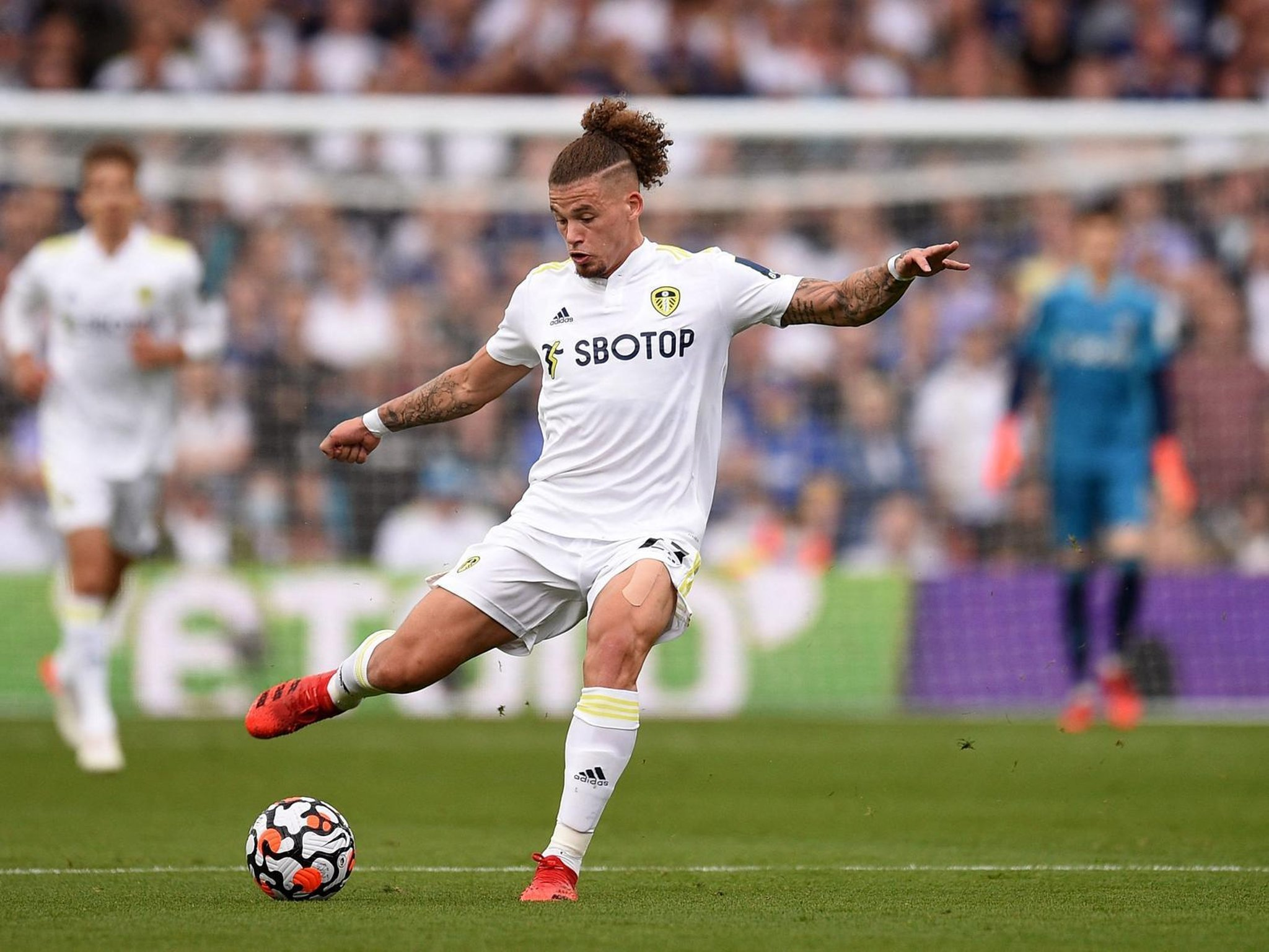 Leeds United reportedly set Kalvin Phillips objective ...