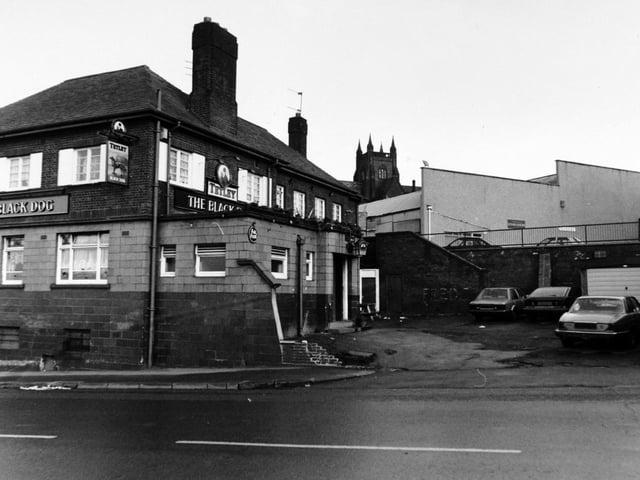 Enjoy these photo memories of pubs around Leeds in 1992.