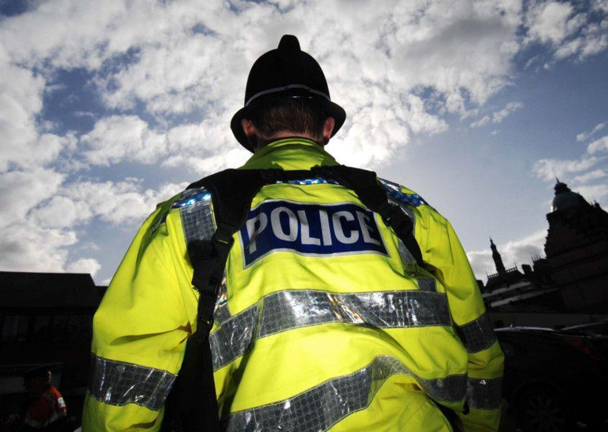 Sat navs and money stolen after thieves break into cars in ...