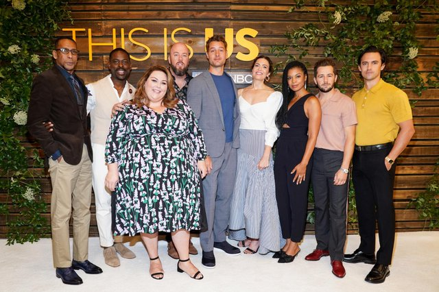 "The cast of This Is Us starring (L-R) Ron Cephas Jones (William ""Shakespeare"" Hill), Sterling K. Brown (Randall Pearson), Chrissy Metz (Kate Pearson), Chris Sullivan (Toby Damon), Justin Hartley (Kevin Pearson), Mandy Moore (Rebecca Pearson), Susan Kelechi Watson (Beth Pearson), and Milo Ventimiglia (Jack Pearson). Pic: Getty Images."