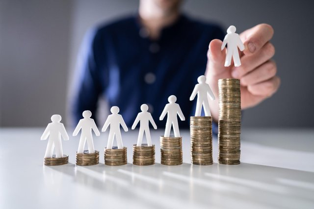 New rates introduced for workers on minimum wages - here's how much it will increase by and when it comes in. (Pic: Shutterstock)